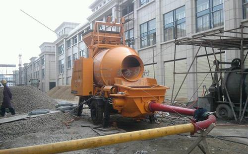 高铝水泥耐火浇注料加水搅拌