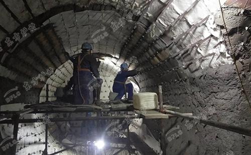 熔铝炉用耐火材料造成损坏开裂的原因及解决方案