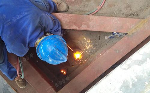 防冷渣器爆管解决措施